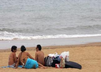 Un bañista salva a dos mujeres en la playa de Punta Umbría