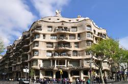Barcelona y Gaudí artístico: Visita guiada de todo el día a pie y autobús