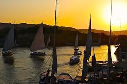 1 hora de puesta de sol en Felucca Vela en el Nilo en El Cairo