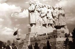 Excursão a Pé de Meia-Dia de Guerra Fria de Grupo Pequeno em Praga