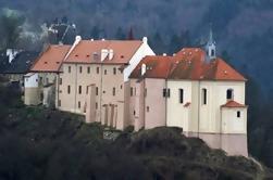 Excursão privada de um dia a partir de Praga: Palácio Nizbor e Krivoklat Castle e Lany Racing Car Museum incluindo almoço