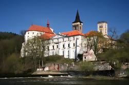 Excursão de um dia privado a partir de Praga: Mosteiro de Sazava e Castelo de Cesky Sternberk e Castelo Zleby e Ossuary Sedlec Incluindo Almoço