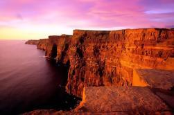 Acantilados guiados de Moher Viaje de un día por el Camino Atlántico Salvaje desde Galway