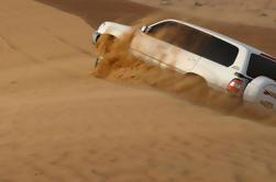 Desierto de Abu Dhabi safari de la mañana: 4x4 Dune Bash, Camel Ride y Sandboarding