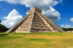 Chichen Itza Private Day Trip met Cenote Swim en