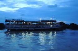 Dîner au coucher du soleil sur le lac Tonle Sap avec une excursion flottante au village