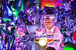 Spectacle de cabaret de Robot de Tokyo incluant fête de la fête des cerisiers avec nourriture et boissons locales