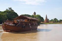 Cruzeiro no Rio Mekhala durante a noite de Bangkok para Ayutthaya