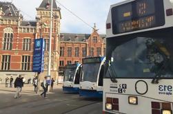 Passeio a pé pela cidade de Amesterdão por transportes públicos