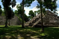 Viaje de 2 días a Tikal y Yaxha por avión desde la ciudad de Guatemala