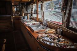 Crucero por el río Vltava con almuerzo buffet