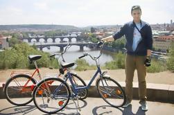Pequeño grupo de la ciudad de Praga Tour en las bicicletas históricas
