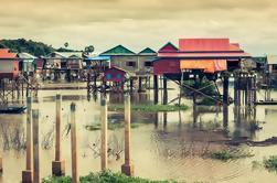 Paseo en barco de madera en el Tonle Sap