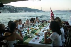 Demi-journée Istanbul au Bosphore et croisière en mer Noire avec déjeuner