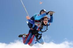 Tandem Skydiving Adventure en Praga