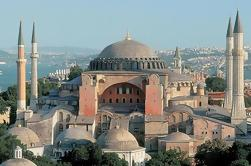 Descubra la ciudad vieja de Estambul en una excursión de medio día