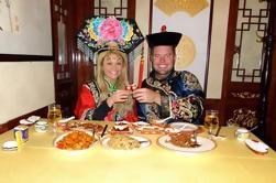 Private Tour: Vestido como uma experiência de jantar imperador com Imperial Music Performance mais visita Palácio de Verão