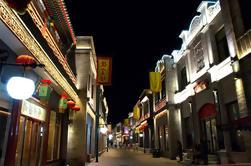 Private Tour: Tiananmen Area Night Walk met Lao She Teahouse Show