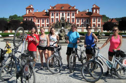 Tour de bicicleta de medio día desde Praga al castillo de Troja