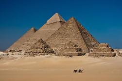 Excursión privada de largo recorrido: Pirámides de Giza, Museo Egipcio y Bazar desde el Aeropuerto de El Cairo