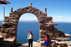 Excursão de dia inteiro: Ilhas Uros e Taquile de Puno