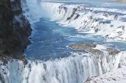 Excursión privada de un día al Círculo Dorado incluyendo la experiencia de baño en la Laguna Secreta desde Reykjavik