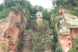 Chengdu destaca una excursión de un día por el Centro de Cría de Panda y el Buda Gigante de Leshan