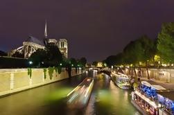Cena de la Torre Eiffel, Crucero por el Sena y Moulin Rouge Show en Minivan