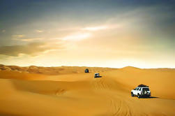 Safari en el desierto con cena de barbacoa desde Dubai: Dune Bashing, paseos en camello, entretenimiento en vivo