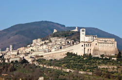 Excursión privada de un día a la costa: descubre la región de Umbría, Asís, Perugia, Toscana y Cortana desde Livorno