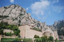 Excursión de medio día a la Basílica Real de Montserrat desde Barcelona