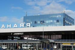Transferencia de llegada compartida: Aeropuerto de Praga a los hoteles