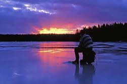 Pesca con hielo desde Västerås, incluyendo patinaje sobre hielo o patinaje de kitesurf y almuerzo
