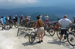 Despegue de la bicicleta de Epic '25 Turns 'con vistas panorámicas de Montenegro