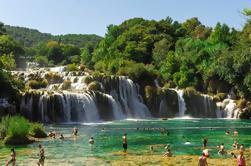 Cascadas de Krka y excursión de un día a la ciudad de Sibenik con cata de vinos gratis desde Split