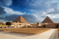 Complejo pirámide de día completo Museo egipcio y visita a la ciudad de El Cairo desde Hurghada en autobús
