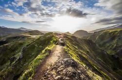 Experiencia de senderismo en el volcán Fimmvorduhals desde Reykjavik