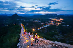 Private Evening Tour: Iluminado Gubei Water Town y la Gran Muralla de Simatai