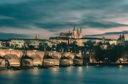 Barrio Judío y Distrito del Castillo de Praga en la noche