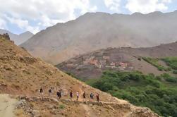 Montañas del Atlas de 3 días y pueblos bereberes Trek desde Marrakech