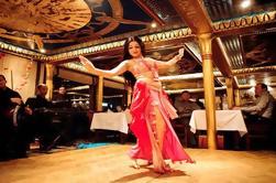 Nile Dinner Cruise en El Cairo con el baile del vientre y traslado al hotel