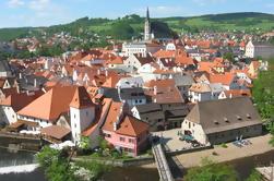Excursão privada de ida e volta de Hallstatt a Praga através de Cesky Krumlov