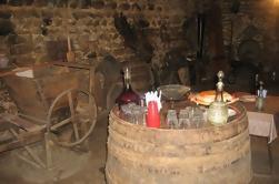 Vino georgiano y cena con una visita a una bodega de 300 años de antigüedad, degustación de vinos de Tiflis