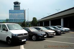 Traslado desde Praga Aeropuerto a Praga Ciudad en Auto o Minivan