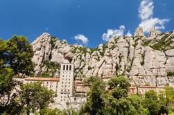 Tour en grupo pequeño de medio día de Montserrat con billete opcional Skip-the-Line a La Sagrada Familia