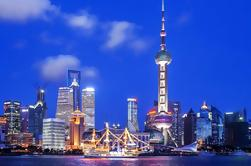 Shanghai Night River Cruise Tour con estilo de Xinjiang Dining Experience