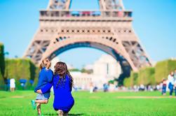 Visita de grupos pequeños a la Torre Eiffel en familia