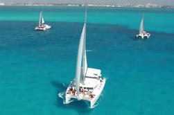 Crucero por el Día del Catamarán a Isla Mujeres desde Cancún