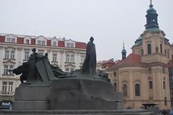 A Cidade Velha do Powder Gate via Ungelt para o Charles Bridge Private Tour em Praga