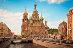 Excursão de dia inteiro a São Petersburgo: City Tour incluindo Peterhof e Admissão antecipada ao Museu Hermitage
